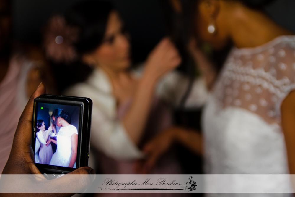 cérémonie, coiffure, l'échange des alliances, la sortie de l'église, les bijoux, les parents des futurs mariés, les préparatifs de la mariée, maquillage, reportage mariage, robe de mariée, photographe de mariage à paris
