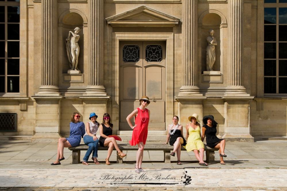 evjf, le Louvre, mariage, photo enterrement de vie de jeune fille, photographe à paris, séance entre copines, séance photo copine